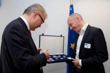 Entrega del premio al ganador conmemorativa 2 Euro 2012